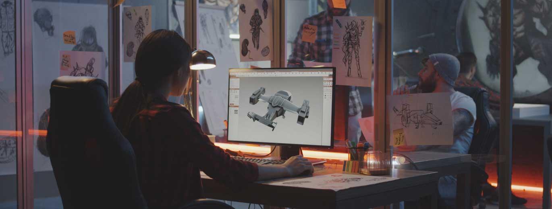 3D-Spieleentwickler - Frau die ein Flugzeug auf dem Computer modelliert